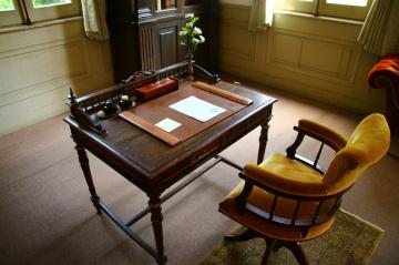 desk room