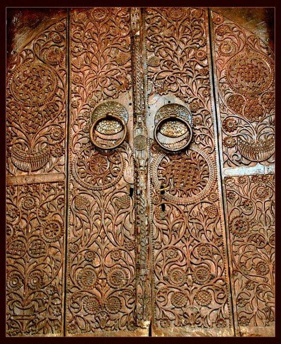 Tarihi Camii Kapısı