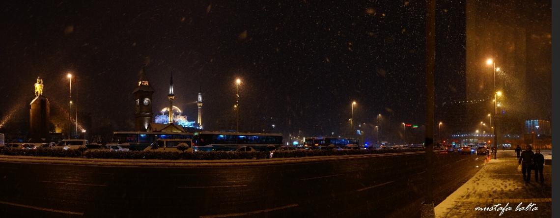Kayseri Cumhuriyet Meydanı Karda Gece Panoraması