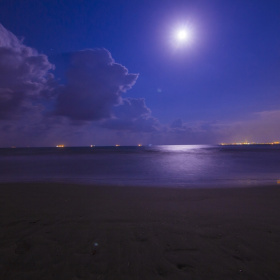 Gece ay ışığı , sahil