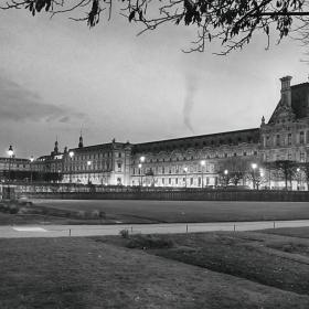 Siyah Beyaz Film Gibi Paris