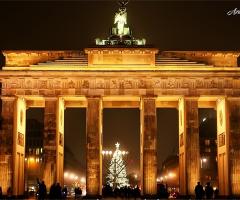 Brandenburg Kapısı  ( Mahşerin Dört Atlısını )