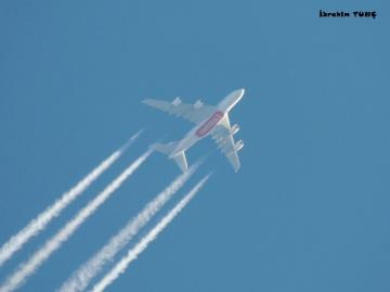 Emirates Yolcu Uçağı