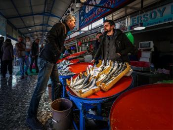 Hava soğuk, balık pahalı, pazarlık şart.