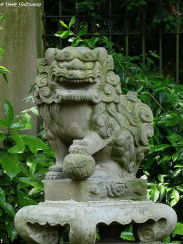 Figur im Japanischen Garten