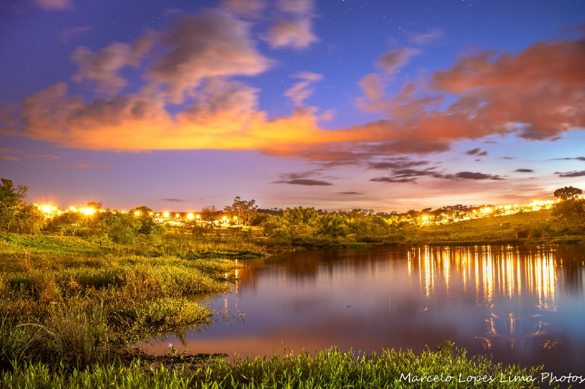 Lagoa à noite
