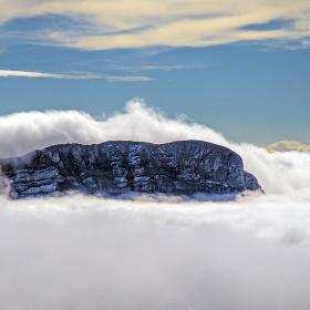 Başı dumanlı dağlar