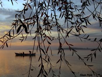 Günbatımında balıkçı