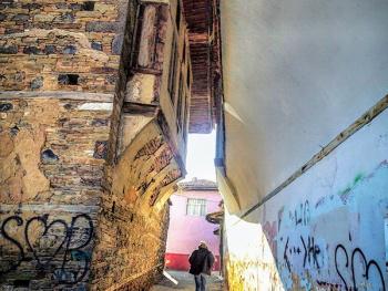 Bitişik Çatılı Sokak.. (Eski Kula)