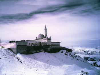 Kızıl Ötesi İshak Paşa Sarayı