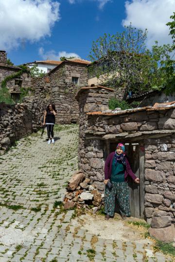 ir Köy, iki kadın.