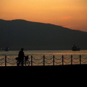 İzmit Körfezi & Günbatımı & Bisikletli