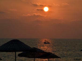 Sahilde günbatımı