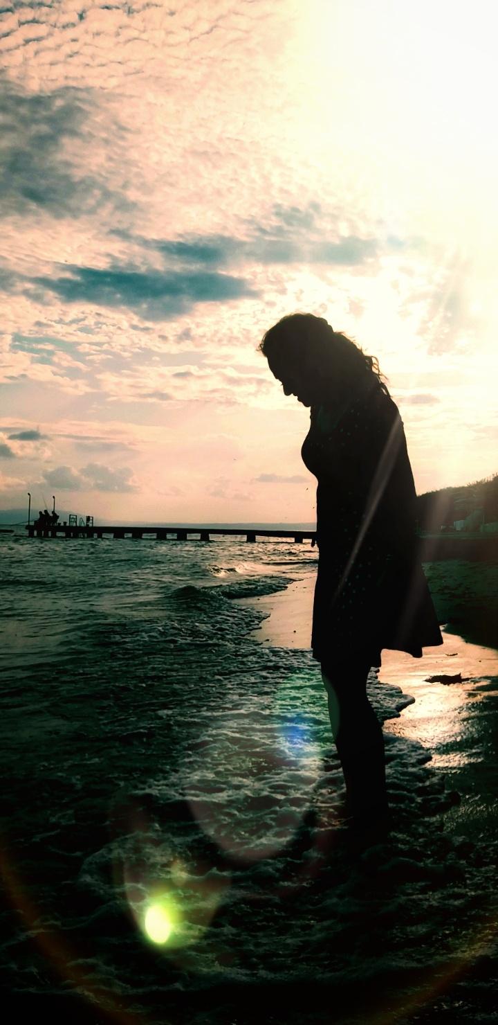 Kadın derin, adam yüzme bilmiyor