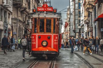 kırmızı tranvay