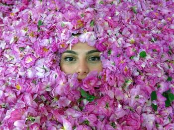 Güller için de acan gözler